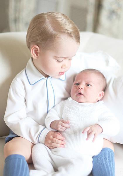 英王室、ロイヤルベビー兄妹の写真を初公開