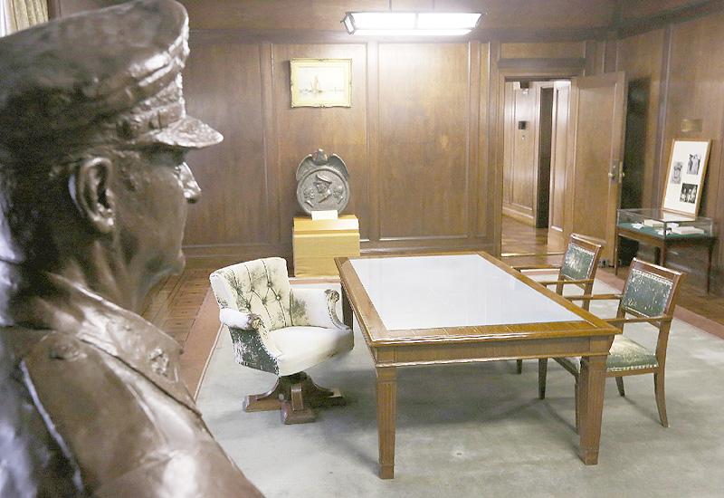 第一生命、マッカーサー元帥の執務室を公開