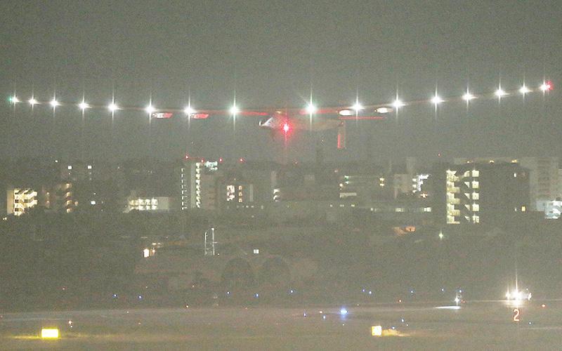 「ソーラー・インパルス2」が名古屋空港を離陸