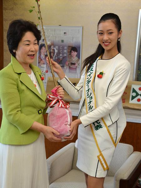 ミス日本代表の中川愛理沙さんが表敬