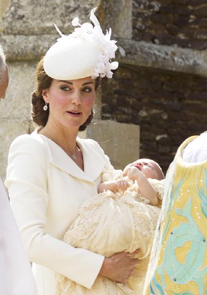 シャーロット英王女が洗礼式、人々から歓声