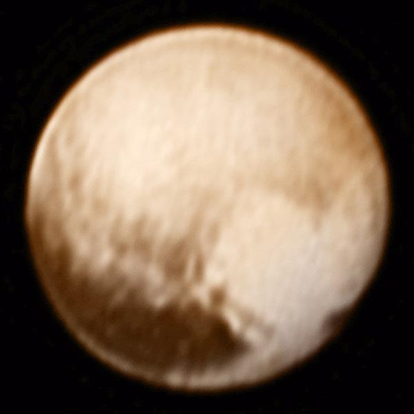冥王星が明らかに、カラー画像にハートマーク?
