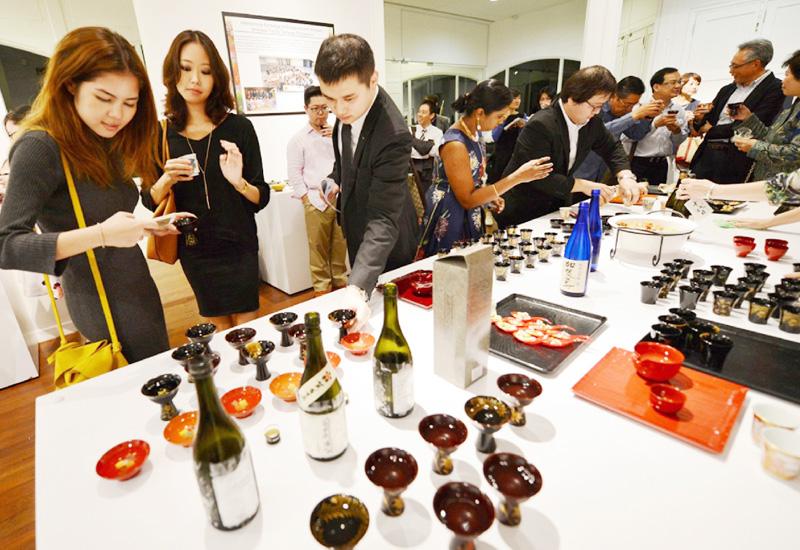 シンガポールで日本酒と美しい器のコラボ