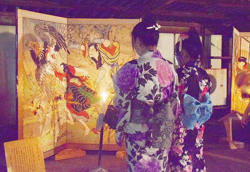 闇に浮かぶ歌舞伎や浄瑠璃の芝居絵びょうぶ