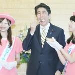 安倍首相、福島の桃「食べて応援を」