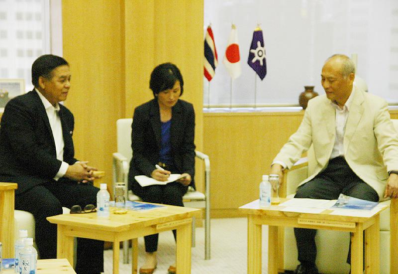プアンゲッゲオ駐日タイ大使が西新宿の都庁に