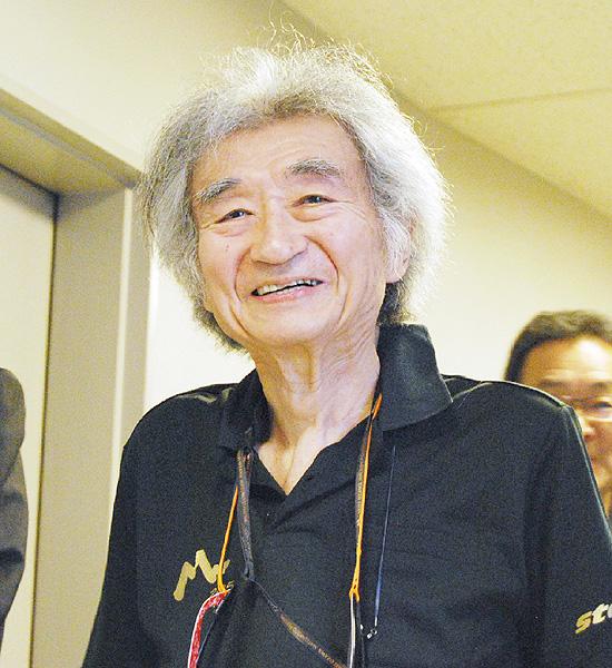 指揮者の小澤征爾さん、骨折から復帰へ