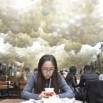 ペティヨン作「心臓の鼓動」、風船10万個の芸術