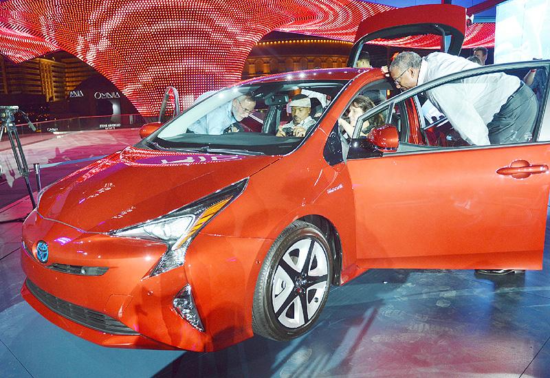トヨタ、主力のHV「プリウス」を全面刷新