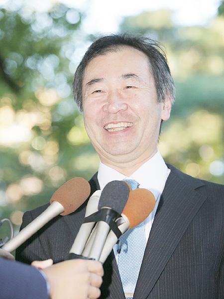 梶田隆章さん、笑顔を見せ「本当なのかな」
