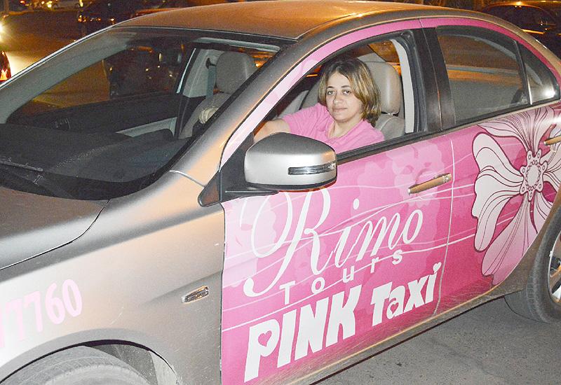 カイロで女性専用「ピンク・タクシー」が営業