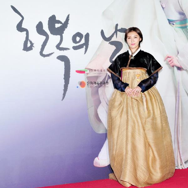 「韓服」広報大使に女優ハ・ジウォンさん