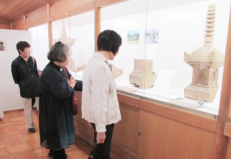 奈良市の元興寺で仏塔と埋骨の歴史展示
