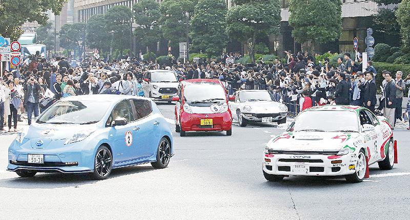 「東京モーターショー」へ公道をパレード