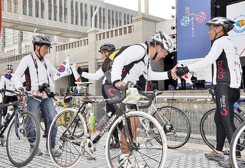 現代の「朝鮮通信使」50人が東京に到着