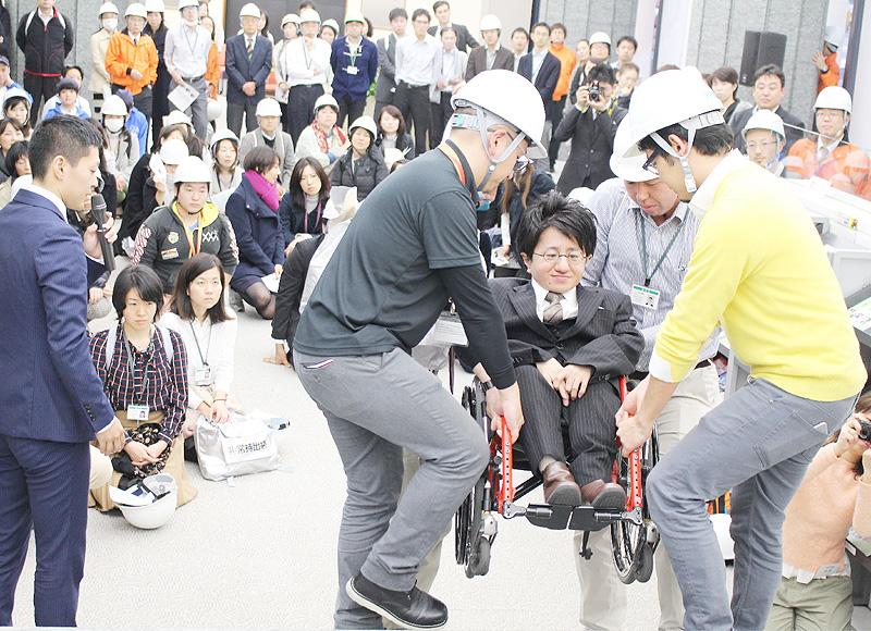 パラリンピック競技団体と共同で避難訓練