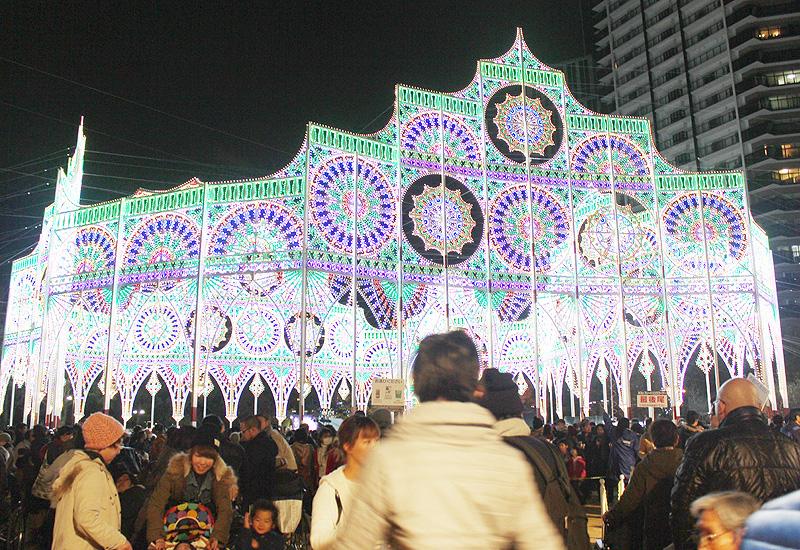 「神戸ルミナリエ」、幻想的な光が街を照らす