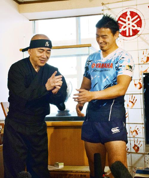 日本忍者協議会、五郎丸選手に「Ninja」授与