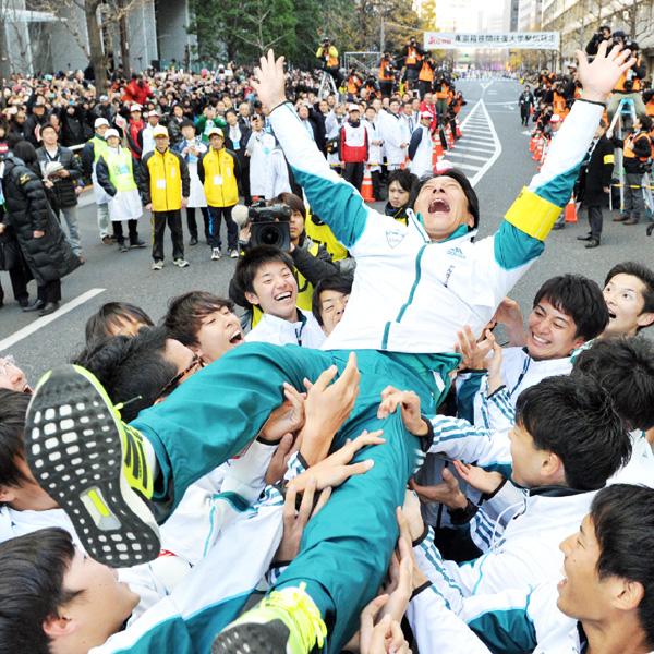 独走39年ぶり、青学大が箱根駅伝で2連覇