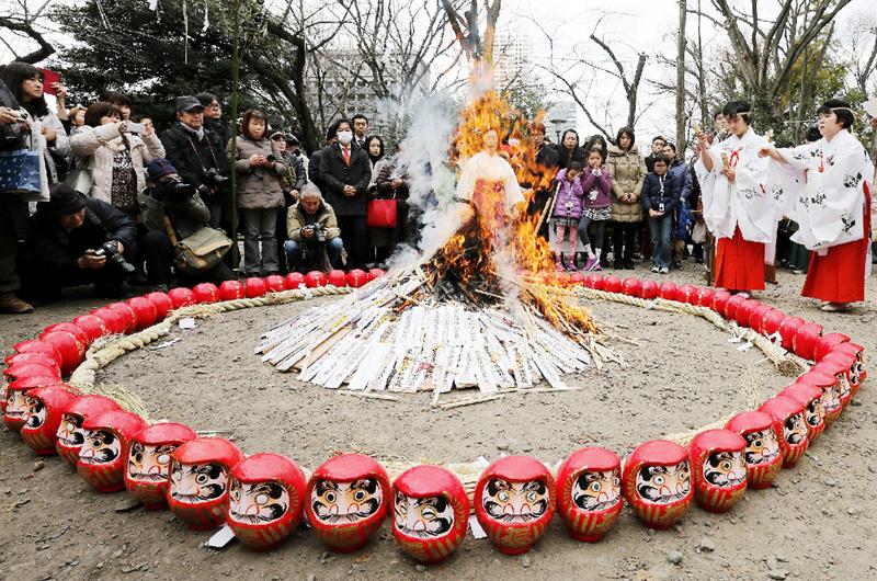 東京・港区の愛宕神社で「七草火焚き祭り」
