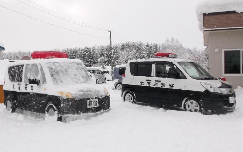 北海道警、今年も「雪のパトカー」が登場