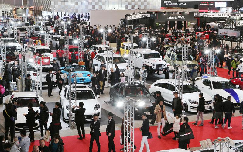 改造車の展示会「東京オートサロン」開幕