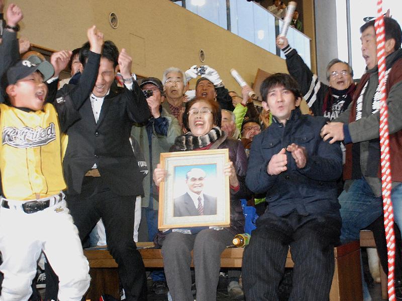 大相撲初場所で琴奨菊が初優勝、戻った出足と馬力